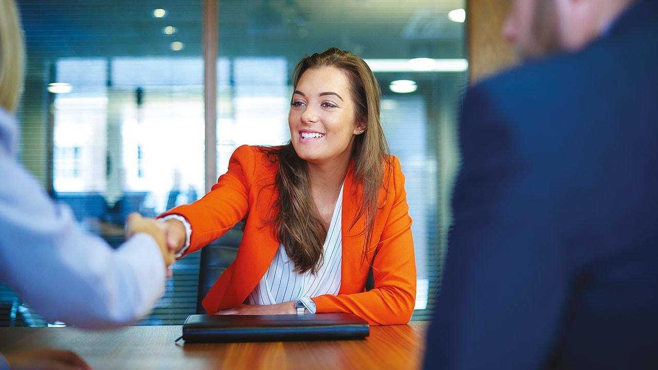 Frauen_bei_der_Stellenbewerbung