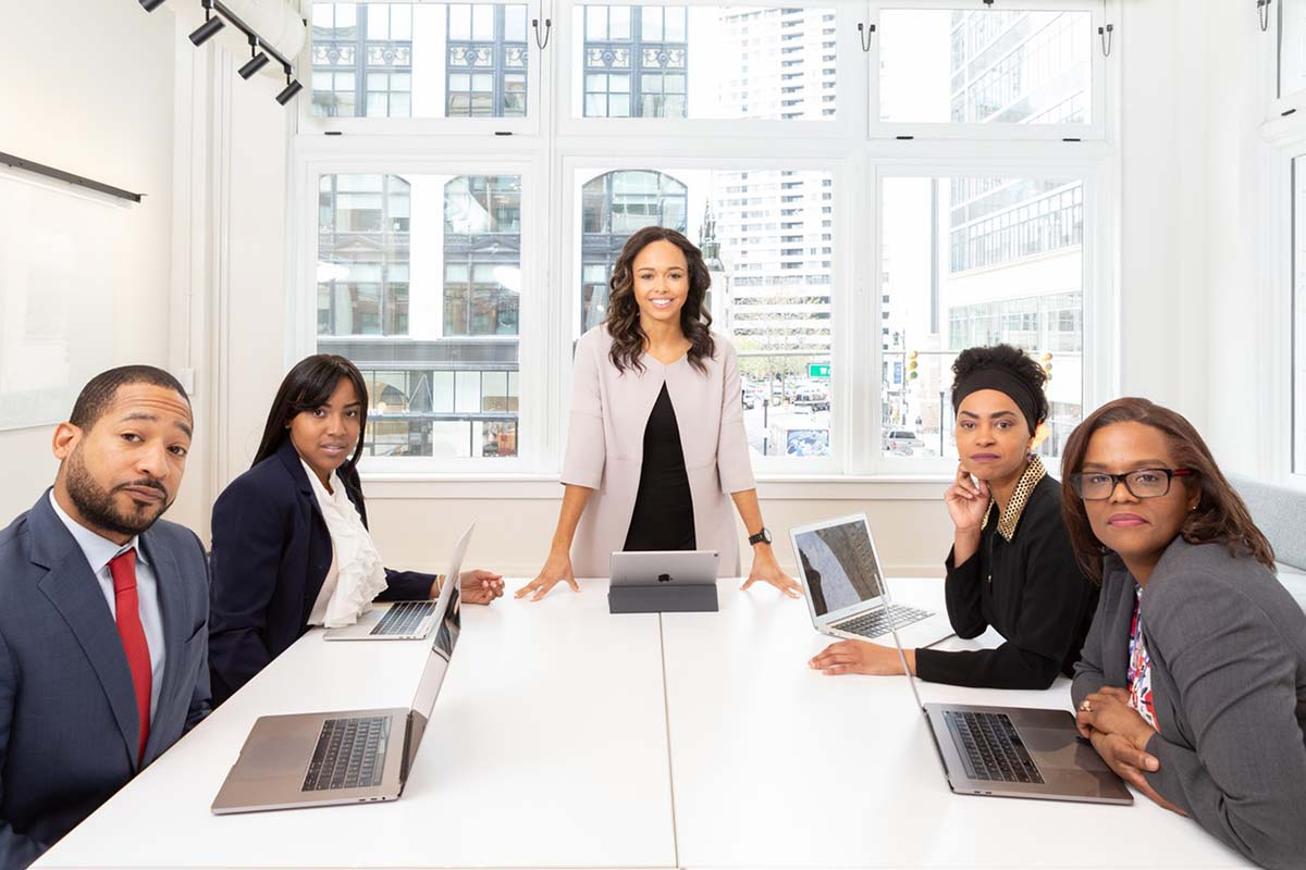 woman-standing-on-the-center-table-with-four-people-on-the-klein